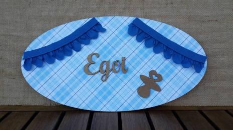 Placa decorada con nombre en madera
